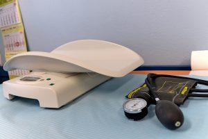 Waga dla noworodków i ciśnieniomierz